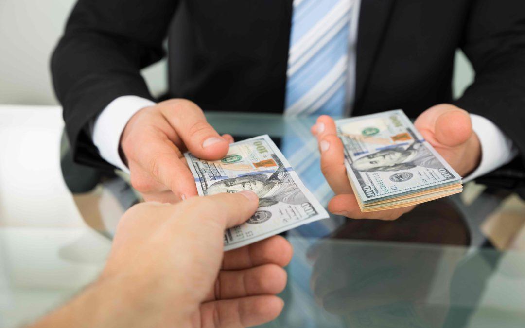 Money-Lenders-Vs-Traditional-Banks